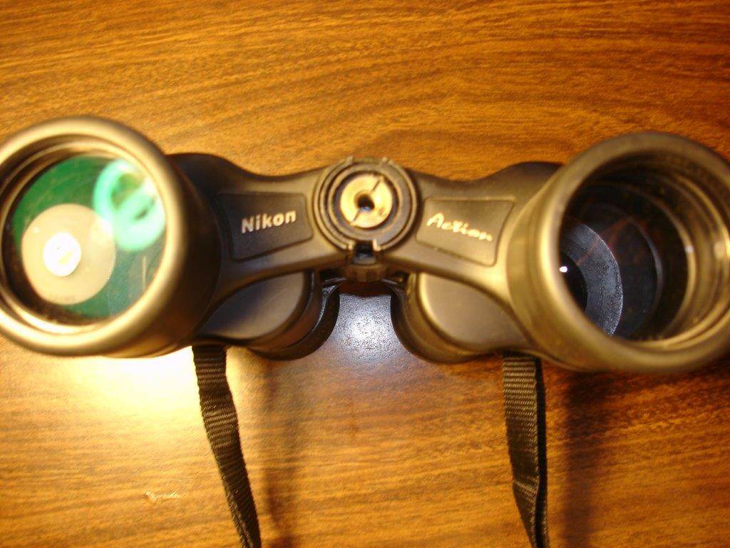 How to attach binocular to stand